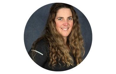 "<p><span class=""font-bold""><span class=""text-lg"">Annie Moreau<br></span></span><span class=""italic"">Enseignante en éducation physique</span></p>"